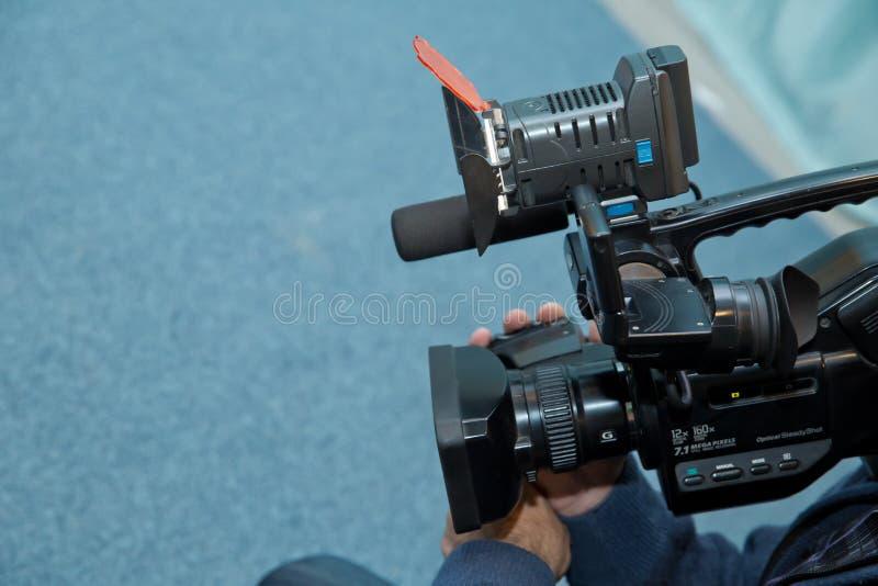 Het behandelen van een gebeurtenis met een videocamera , Neemt Videographer videocamera met vrije exemplaarruimte voor tekst , Vi royalty-vrije stock afbeeldingen