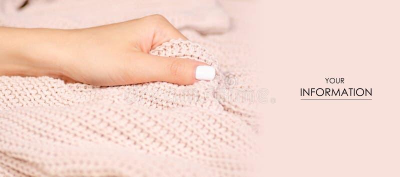 Het beige gebreide van de de stoffen textiel vrouwelijke hand van de sweatertextuur macropatroon stock foto's