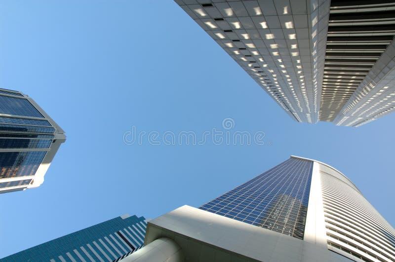 Het bekijken omhoog bureaugebouwen stock afbeelding