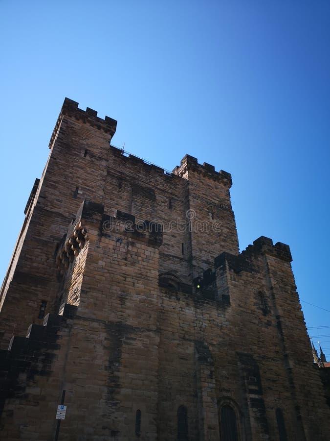 Het bekijken omhoog het Kasteel van Newcastle stock foto