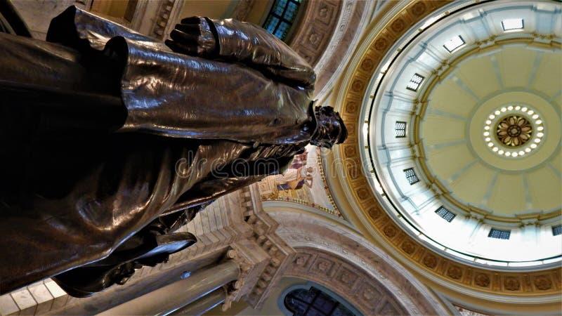 Het bekijken omhoog in oude Abe in Kentucky Statehouse stock afbeelding