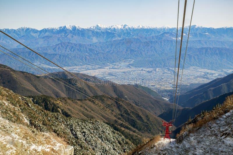 Het bekijken van de Japanse Alpen van kabelauto stock fotografie