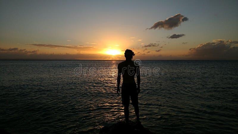 Het bekijken van de zonsondergang stock foto's