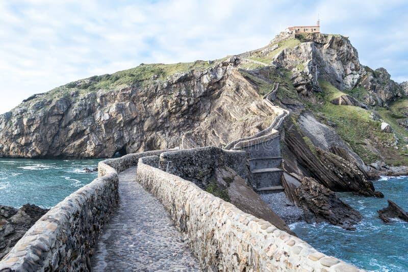 Het beklimmen aan San Juan de Gaztelugatxe royalty-vrije stock afbeelding