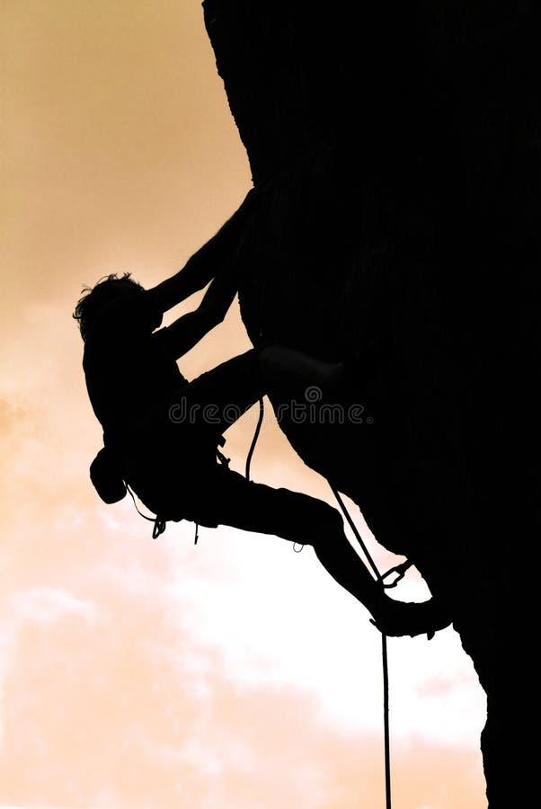 Het beklimmen in de zonsondergang royalty-vrije stock afbeelding