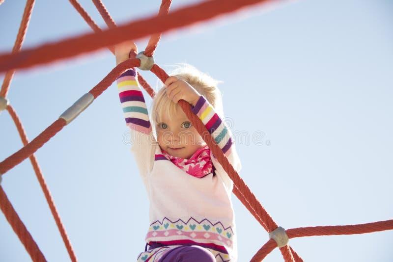 Het beklimmen op de kabels royalty-vrije stock foto