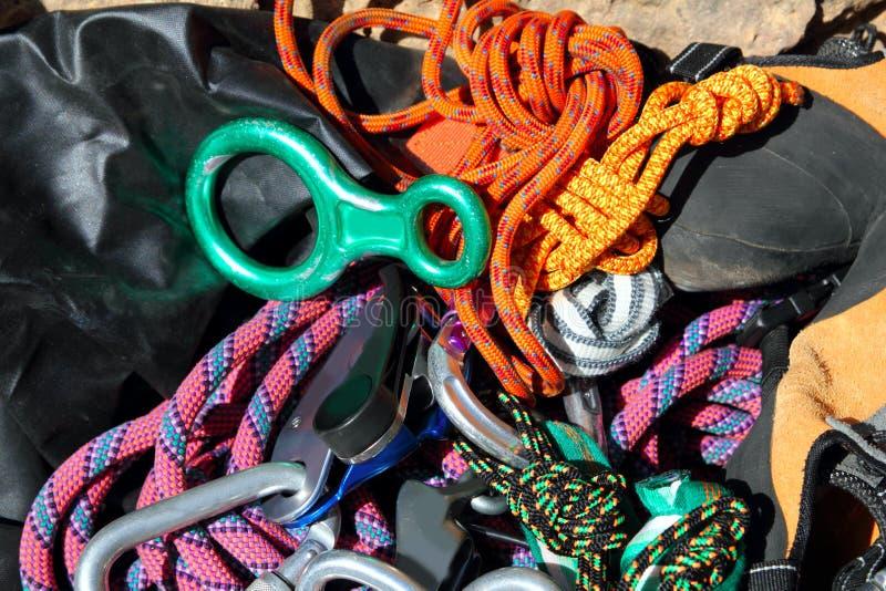 Het beklimmen van apparatuur de kabels van sluitingenuitrustingen stock fotografie