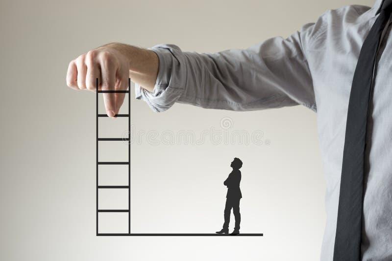 Het beklimmen van de collectieve ladder aan succes stock afbeeldingen
