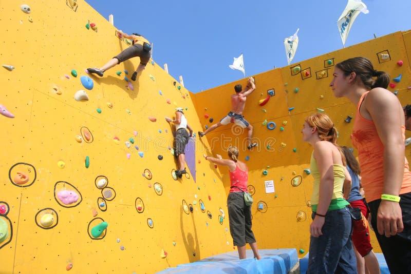 Het beklimmen van de Muur stock fotografie