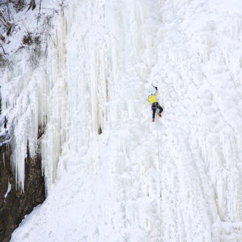 Het beklimmen van het ijs stock foto