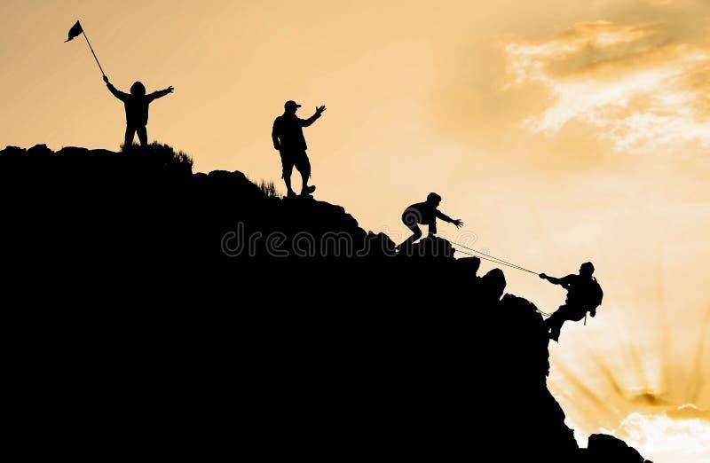 Het beklimmen van teamsucces stock fotografie