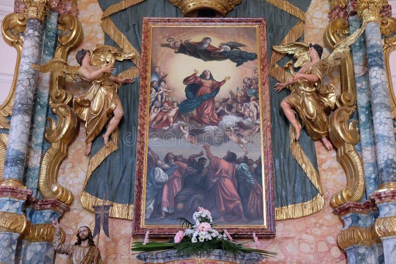 Het belangrijkste altaar in de Kerk van de Veronderstelling van Heilige Maagdelijke Mary in Pakrac, Kroatië royalty-vrije stock foto's