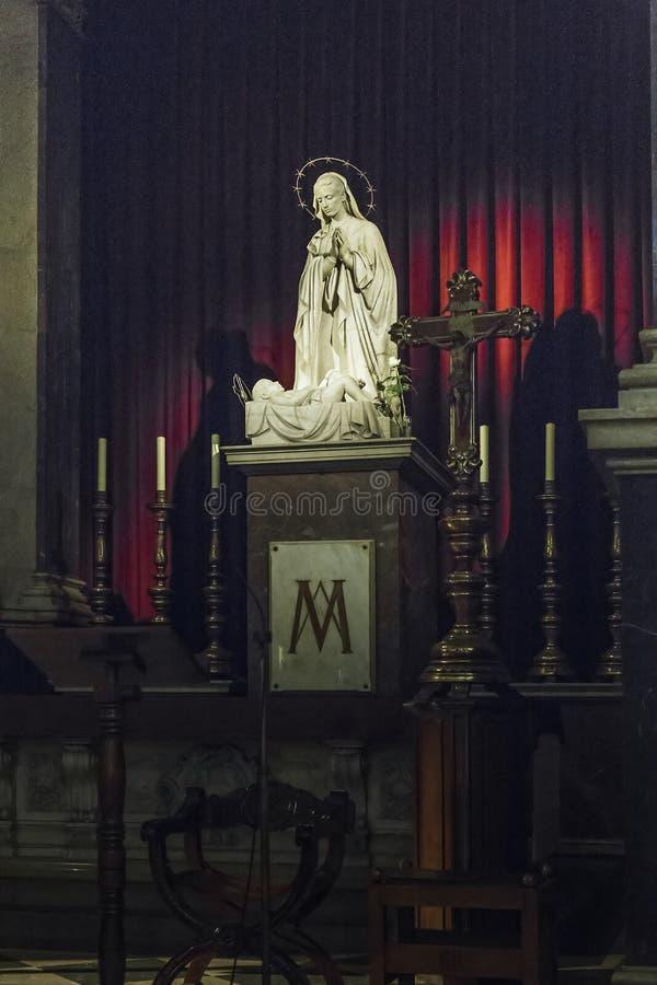 Het belangrijkste altaar van de Kerk van Onze Dame van Bethlehem, Barcelona stock afbeeldingen