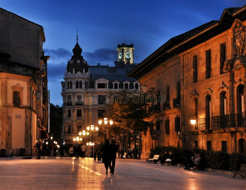 Het belangrijkste vierkant in Oviedo bij nacht, Spanje royalty-vrije stock fotografie