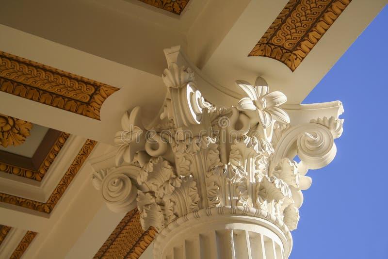 Het beleggen en Wettelijke Kolom royalty-vrije stock afbeeldingen