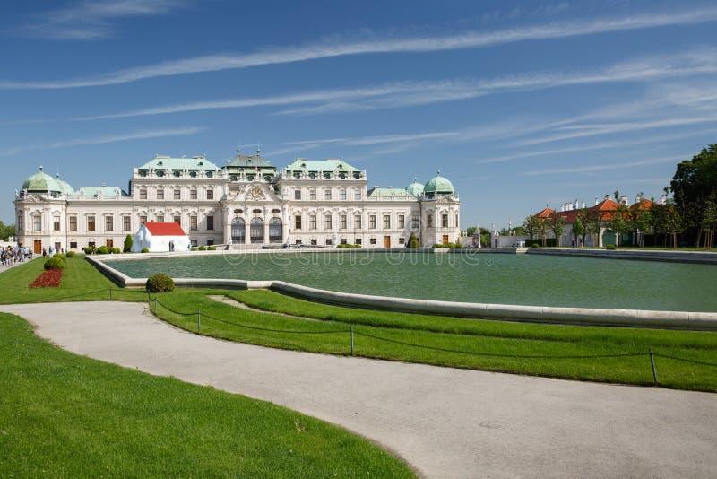 Het Belvedere Paleis en de vijver, Wenen, Oostenrijk royalty-vrije stock foto's