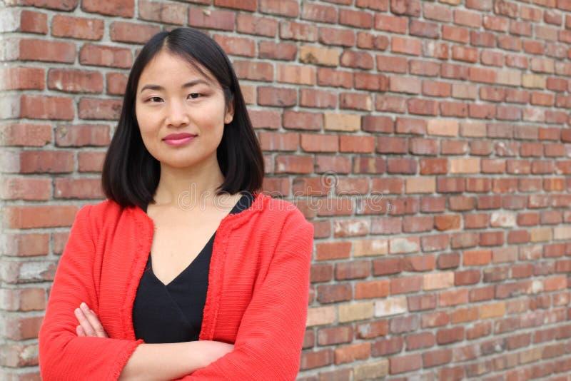 Het bepaalde kijken Aziatische werkende vrouw stock afbeelding