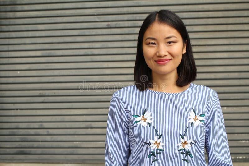 Het bepaalde kijken Aziatische werkende vrouw royalty-vrije stock foto