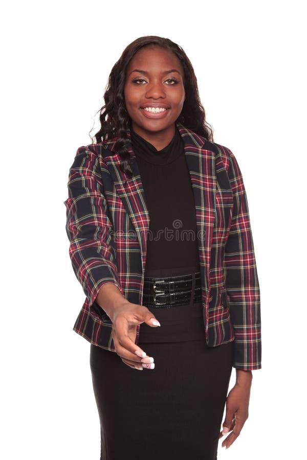Het bereik van de handdruk - Afrikaanse Amerikaanse onderneemster stock foto's