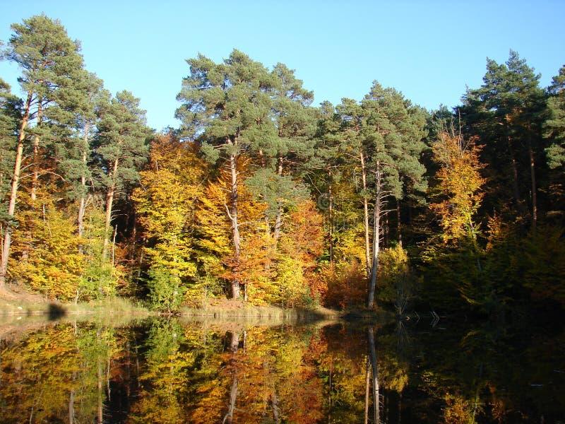 Het bergmeer onder Basman de Krim royalty-vrije stock afbeelding