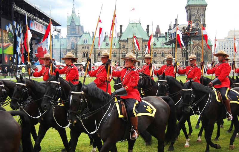Het berijden van de Dag RCMP van Canada paarden in Ottawa royalty-vrije stock foto