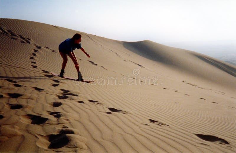 Het berijden van de duinen stock afbeeldingen