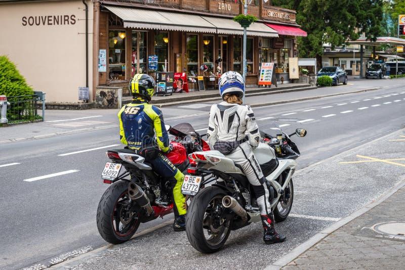 Het berijden in Zwitserland stock afbeeldingen