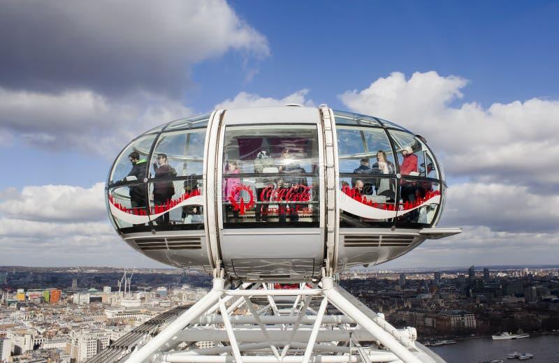 Het beroemde het Oogwiel van Londen bovenop de stad van Londen met een mooi panorama royalty-vrije stock foto's
