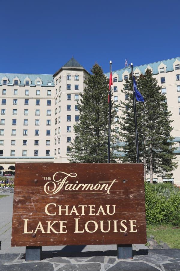 Het beroemde Meer Louise Hotel van Fairmont Chateau royalty-vrije stock foto