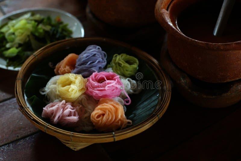 Het beroemde Thaise voedsel kanom jeen stock afbeelding