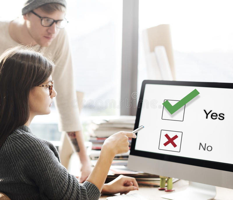 Het Besluit Grafisch Concept van keuzentick yes no choose mark royalty-vrije stock afbeeldingen