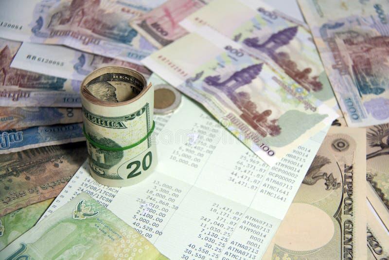 Het besparingenconcept, het is een economie van of een vermindering van geld De boekbank in het midden van geld, omvat de bankbil stock afbeelding