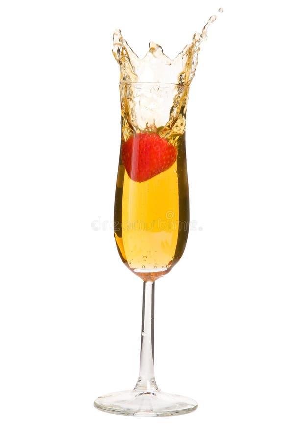 Het Bespatten van de aardbei in Champagne stock afbeeldingen