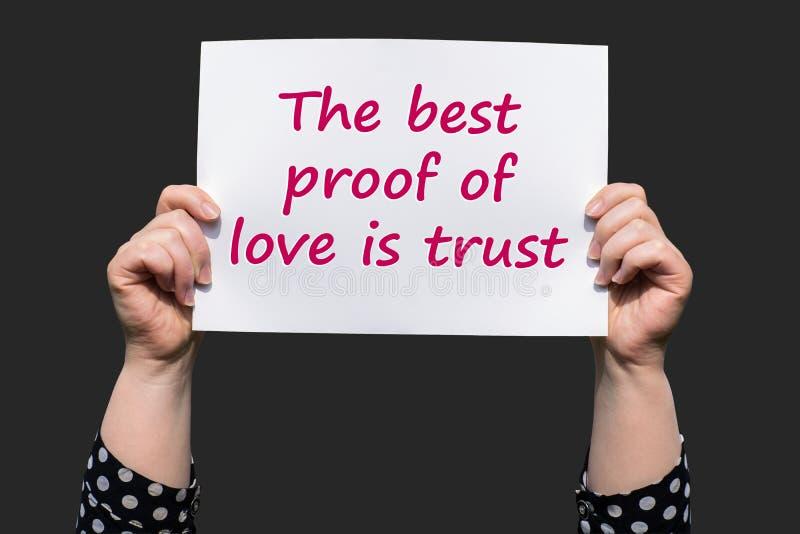 Het beste bewijs van liefde is vertrouwen stock afbeeldingen