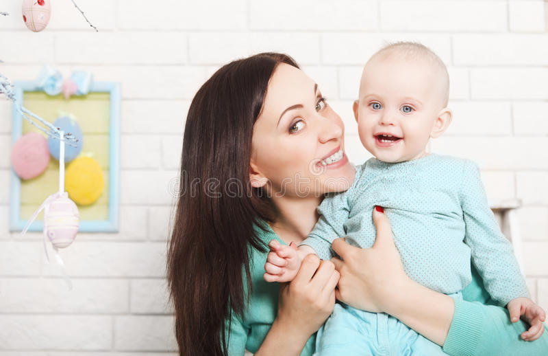 Het besteden van de moeder en van de baby tijd samen royalty-vrije stock afbeeldingen
