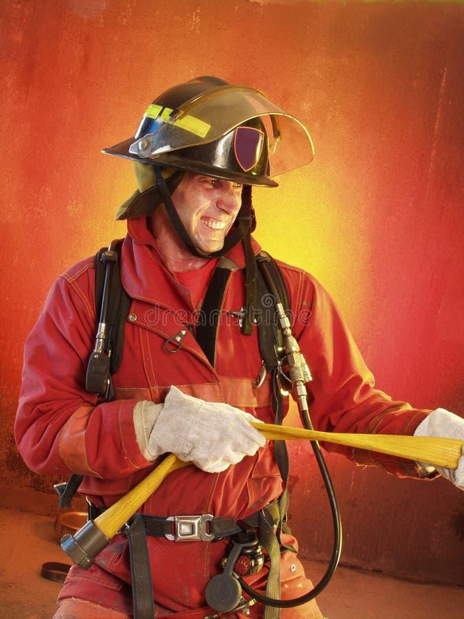 Het bestrijden van de brand. stock foto's
