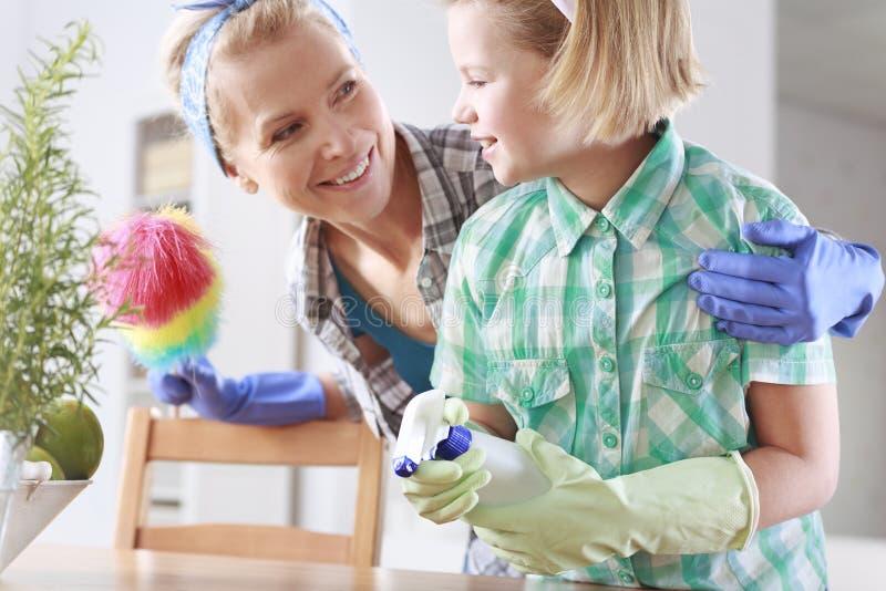 Het bestrooien en het schoonmaken stock afbeelding