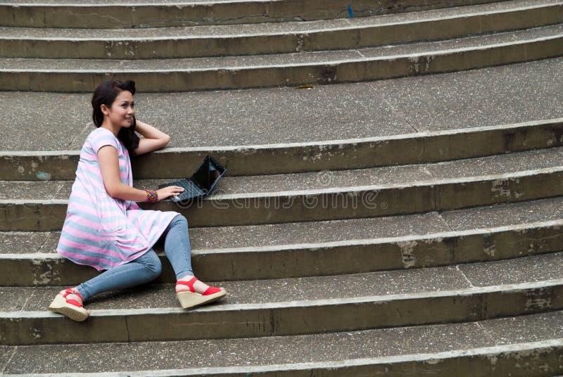 Het bestuderen in een park royalty-vrije stock foto