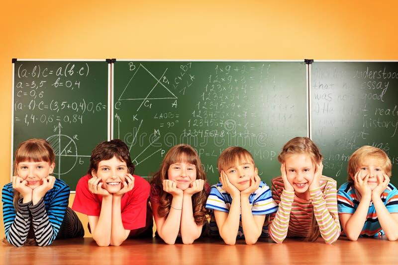 Het bestuderen in klaslokaal stock afbeeldingen