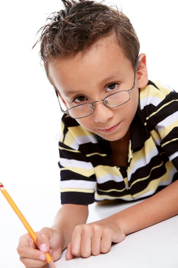 Het bestuderen van de jongen royalty-vrije stock afbeeldingen