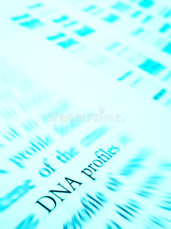 Het bestuderen van de profielen van DNA stock foto's