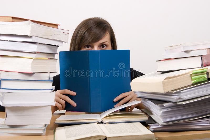 Het bestuderen van meisje stock foto