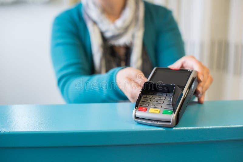 Het betalen met creditcard royalty-vrije stock foto