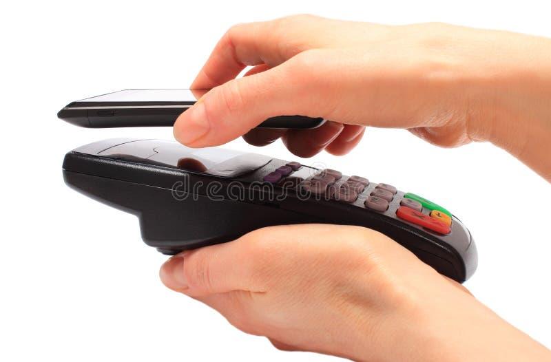 Het betalen met NFC-technologie op mobiele telefoon stock afbeelding