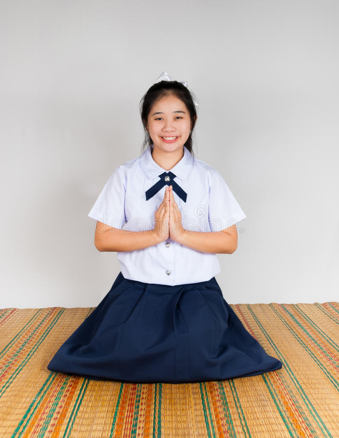 Het betalen van Révérence van Middelbare school Aziatische Thaise Student royalty-vrije stock foto's