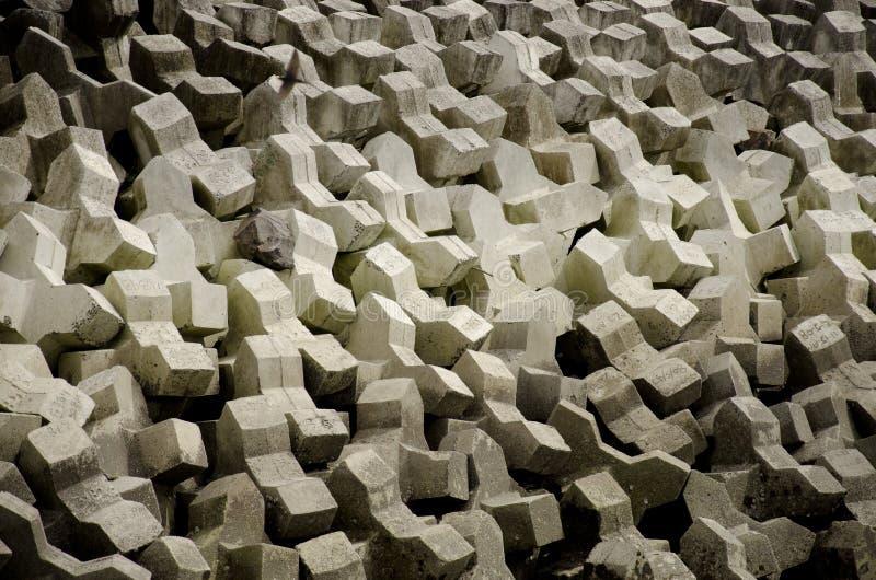 Het beton blokkeert zeedijk stock foto's