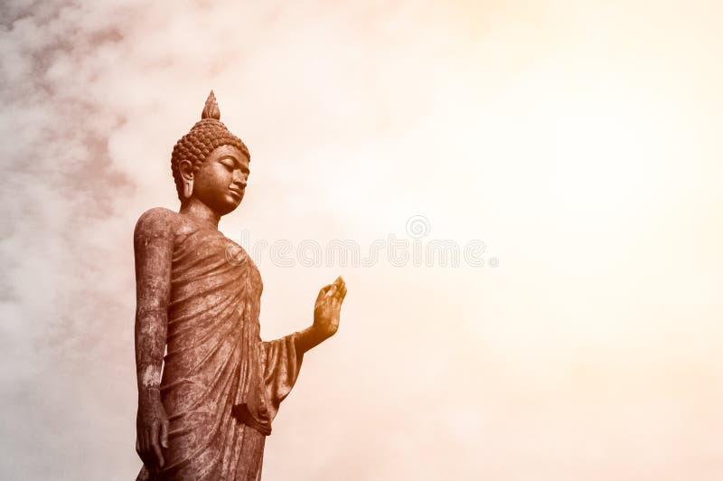 Het bevindende standbeeld van Boedha stock afbeeldingen