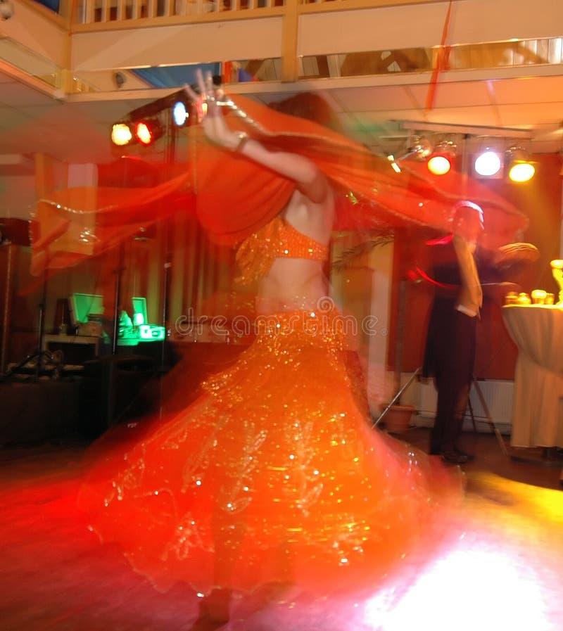 Het bewegen van buikdansen stock foto