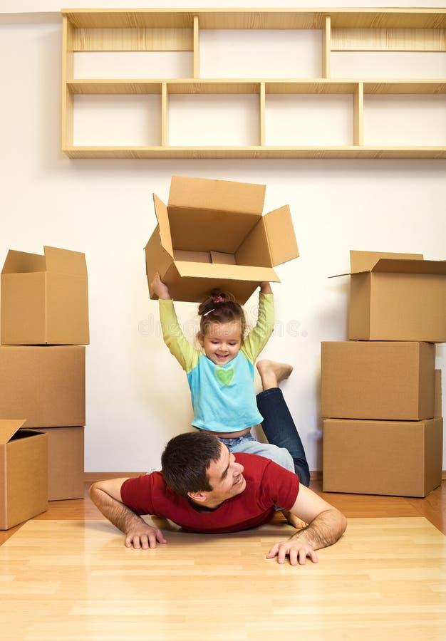 Het bewegen zich aan een nieuw huis is pret royalty-vrije stock foto's