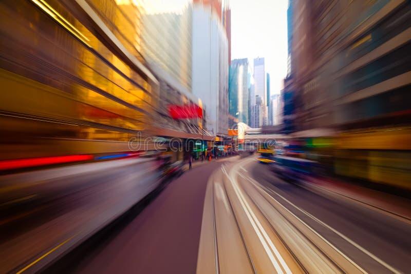 Het bewegen zich door moderne stadsstraat Hon Kong stock afbeelding